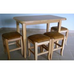 Medinis stalas su 4 taburetėmis